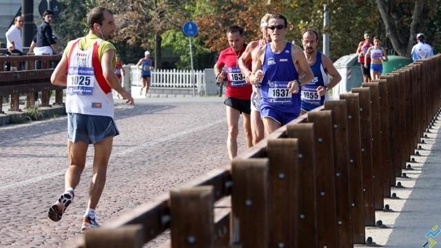 retro-running-courir-arriere - 1