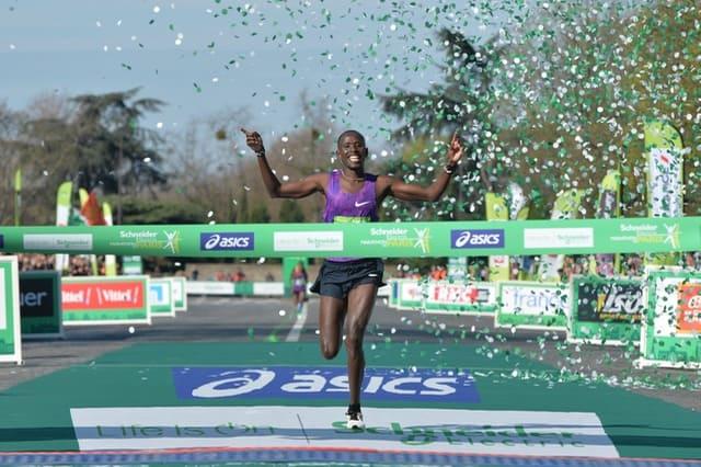 Schneider Electric Marathon de Paris - 03/04/2016 - Paris - France - Arrivee du Marathon - Cybrian KOTUT 2h07m11s