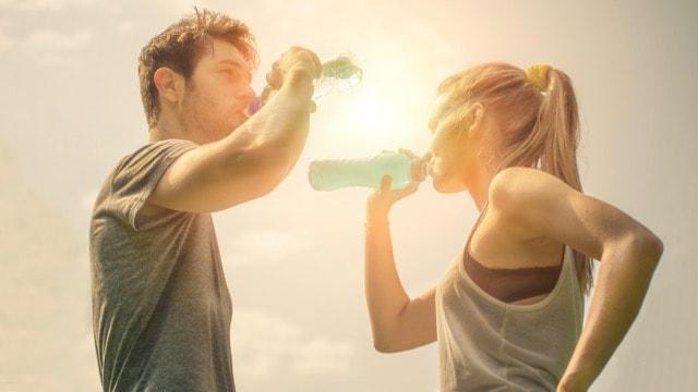 Hydratation avant, pendant, après une course running ou trail